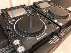 2x Pioneer CDJ-2000NXS2 + 1x DJM-900NXS2 mixer dla $2000USD , Whatsapp Chat : +27837724253